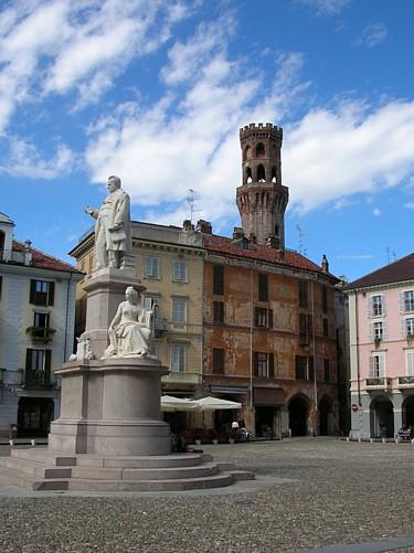 Piazza Cavour, nel centro di Vercelli